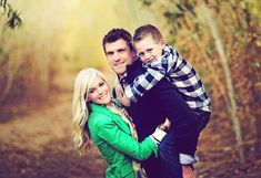 Family of 3 picture poses Family Shoot, Family Of 3, Family Picture Poses, Fall Family Pictures, Family Photo Sessions, Cute Family, Family Posing, Family Portraits, Couple Shoot