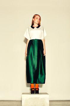 White cropped top & emerald green silk taffeta skirt #fashion #style #skirt #green #emerald #silk #trendy #kayli #elegant