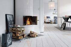 my scandinavian home: Swedish sitting room inspiration Scandinavian Fireplace, Scandinavian Apartment, Scandinavian Home, White Apartment, Apartment Interior, Bedroom Apartment, Apartment Living, White Washed Floors, White Wood Floors