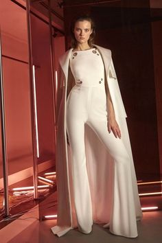 View the full Pamella Roland Pre-Fall 2017 collection.