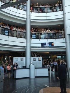 Canadian Space Agency employees welcomed @Cmdr_Hadfield as he walked in the building. Welcome home, Chris!