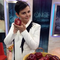Regram @goodmorningamerica: Ginnifer don't bite that ! She's about to tell us what temptations are in store for Snow White this season on #OnceUponaTime