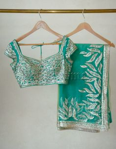lovee this sarri esp the colour contrast Colour Contrast, Crop Tops, Tank Tops, Camisole Top, Blouses, Saree, Color, Design, Women