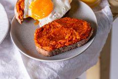 Lecsós szendvicskrém Muffin, Rice, Cheese, Breakfast, Nap, Food, Breakfast Cafe, Muffins, Essen