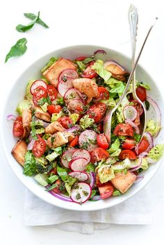We could fall into this craveably colorful Fattoush Salad!
