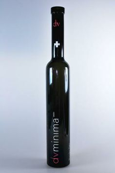 Vitriglass esta orgulloso de éste trabajo con la firma de vinos DV MINIMA, un diseño de serigrafía en vidrio atrevido para una botella moderna y elegante. www.vitriglass.es