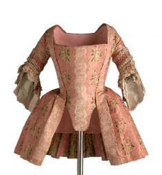 Caraco, This would be worn over a petticoat (in this era, meaning an outer skirt) in either matching fabric, or in a contrasting solid color. 18th Century Dress, 18th Century Costume, 18th Century Clothing, 18th Century Fashion, Vintage Outfits, Vintage Dresses, Vintage Fashion, Estilo Fashion, Moda Fashion