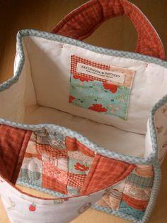TeaTime quilted bag - lining  pocket