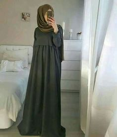 Dress simple hijab abayas 24 ideas for 2019 Abaya Fashion, Muslim Fashion, Modest Fashion, Fashion Outfits, Mode Abaya, Mode Hijab, Simple Hijab, Muslim Dress, Islamic Clothing