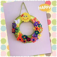 Çiçeklerle süslenmiş kapı süsü #felt #kapı #süsü #güneş #çiçek