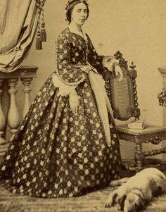 1860s WOMAN HOUND DOG STUNNING CRINLONE DRESS CDV PHOTO CARTE DE VISITE TOULOUSE