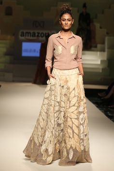 Revival of Indian Weaves in Bridal Fashion Lakme Fashion Week, India Fashion, Pakistan Fashion, Indian Attire, Indian Outfits, Indian Wear, Indian Dresses, Indian Designer Outfits, Designer Dresses