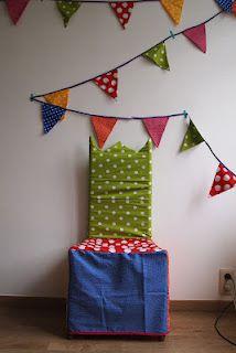 mijn verjaardagsstoel en verjaardagsvlagjes voor in de klas!