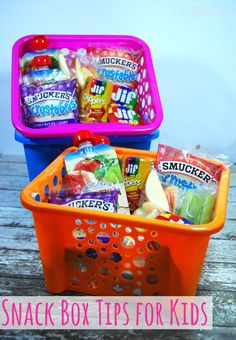 Snack Box Tips for Kids Soon on the last summer road trip? Here are some simple tips for snack boxes for kids with smuckers! DIY travel snack box for kidsSummer snack boxRoad trips with children, health tips, games and Road Trip Food, Road Trip Packing, Road Trip Essentials, Good Road Trip Snacks, Snacks For Beach, Road Trip Meals, Camping Packing, Packing Tips, Road Trip With Kids