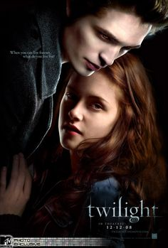 Directed by Catherine Hardwicke. With Kristen Stewart, Robert Pattinson, Billy Burke, Sarah Clarke. Bella Swan moves to Forks and encounters Edward Cullen, a gorgeous boy with a secret. Twilight 2008, Twilight Edward, Film Twilight, Twilight Poster, Edward Cullen, Edward Bella, Bella Cullen, Books That Are Movies, Good Books