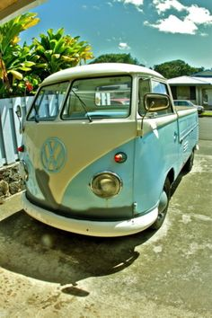 VW Truck Bus? LOVE! Especially the light blue color. This color always makes me happy. I have light blue paint in my studio room - it's name? Tibetan Sky. What's more calming and happy than that?