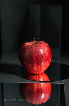 still life photography mirrors plexi glass | Food Photography : Red Apple With Mirrors | Foodfulife
