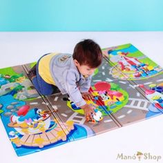 Your little one can tumble, crawl, and play while protecting knees and wrists from hard surfaces with the Disney Baby Go Grippers Disney Pals Play Mat. This play mat features stimulating colors, elements, and characters. Mickey Mouse And Friends, Disney Mickey Mouse, Tema Disney, Disney Disney, Baby Toys, Kids Toys, Tigger And Pooh, Toddler Christmas Gifts, Christmas Ideas
