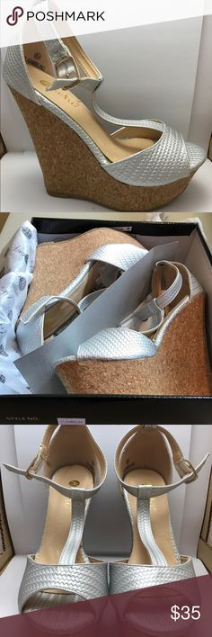 Macho Gambilion Silver Wedges Never worn. Not really my style. Machi Shoes Wedges