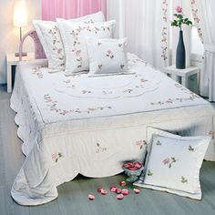 2 Stitch Crochet, Vintage Shabby Chic, White Bedding, Bed Covers, Bed Spreads, Home Textile, Bed Sheets, Embroidery Designs, Kids Room