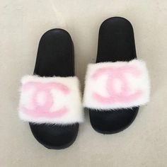 Kick off your heels and replace with these chic and cozy furry slippers. These bright red fox fur slides feature a molded footbed and comfort fit. Cute Slides, Fuzzy Slides, Pink Slides, Fluffy Shoes, Fluffy Sandals, Mode Kylie Jenner, Chanel Slides, Nike Slippers, Red Fur