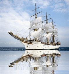 pictures of china tall ships - Bing Images Tall Ships, Norway Wallpaper, Red Wallpaper, Royal Caribbean Ships, Old Sailing Ships, Sailing Boat, Old Boats, Water Crafts, Lighthouse