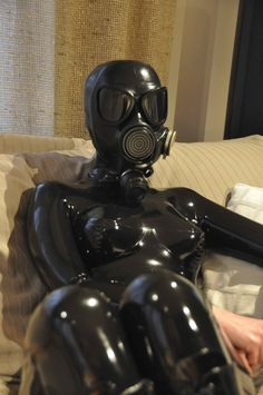 #latex #catsuit #gasmask #girl #rubber #heavy