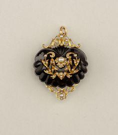 Brooch; 1860; Gold, onyx, pearls.
