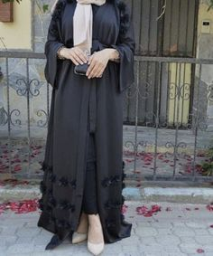 85 Stunning Mix Casual And Modest Outfits Fashion, You have to feel comfortable whilst exercising, and women's workout clothes don't need to be skintight to appear good. According to the fitness brand . Abaya Fashion, Muslim Fashion, Modest Fashion, Fashion Dresses, Estilo Abaya, Maxi Floral, Hijab Style Dress, Mode Abaya, Muslim Women