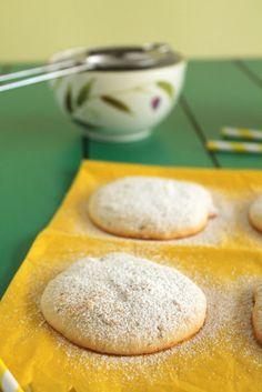 Μπισκότα με τυρί κρέμα και λεμόνι   The one with all the tastes Sweets Cake, Cupcake Cakes, Cupcakes, Cookie Tutorials, Lemon Recipes, The One, Cookies, Bread, Cheese