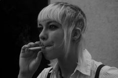 Image uploaded by Berenice Alcazar. Find images and videos about girl, skin and skinhead on We Heart It - the app to get lost in what you love. Chelsea Cut, Chelsea Girls, Skinhead Girl, Skinhead Fashion, Fred Perry Shirt, Skin Head, Vintage Photos Women, Girl Haircuts, Punk Goth