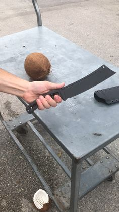Coconut test with our Viper Tec Ronin - Messer und Schwerter - Militar Pretty Knives, Cool Knives, Knives And Tools, Knives And Swords, Ninja Weapons, Weapons Guns, Guns And Ammo, Zombie Weapons, Tactical Knives