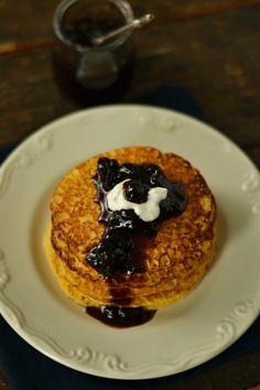 Clatite cu faina de malai si iaurt Waffles, Pancakes, Cooking Recipes, Breakfast, Sweet, Food, Sweets, Morning Coffee, Candy