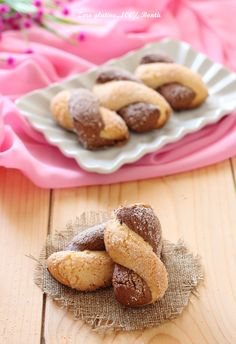 Intrecci alla ricotta e cacao Ricotta, Gluten Free Baking, Gluten Free Recipes, Biscotti Cookies, Best Italian Recipes, Pasta, Food Allergies, Christmas Baking, Food And Drink