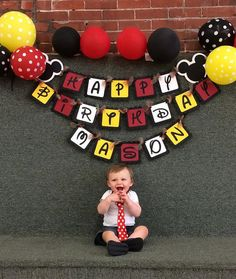 Mickey Mouse Inspired Happy Birthday Banner por PaperPiecingDreams