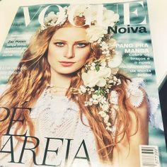 A edição especial Noivas da Vogue Brasil chegou esta semana para nos inspirar. Peças lindas Bibiana Paranhos foram destaque na edição. Confira nas próximas postagens!  #voguenoivas #vogue #magazine #bridetobe #bibianaparanhos