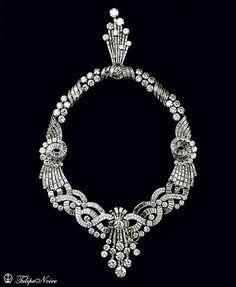 Queen Farida's Diamond-Necklace From Boucheron House. Royal Jewelry, Diamond Jewelry, Fine Jewelry, Diamond Necklaces, Gemstone Earrings, Diamond Pendant, Diamond Rings, Pearl Necklace, Stud Earrings