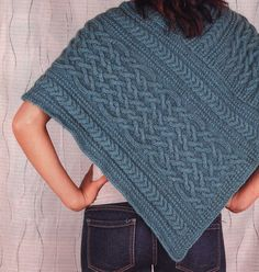 Cosy Cable Poncho. Love of Knitting hiver 2011. Modèle de Shirley MacNulty.