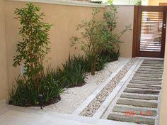 12 small gardens that you can adapt to perfection in your home. Create a nice green area for your family! Back Gardens, Small Gardens, Landscape Design, Garden Design, Side Garden, Backyard Lighting, Exterior Lighting, Garden Spaces, Walkway