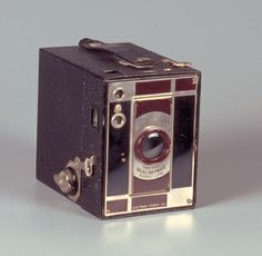 No 2 Portrait Beau Brownie (prototype) MANUFACTURER: Eastman Kodak Company  NATIONALITY: American  PLACE MANUFACTURED: US, NY, Rochester  OBJECT TYPE: Camera  INTRODUCTION DATE: caa. 1930  FUNCTIONAL TYPE: box