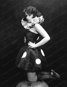 Vamps and Flappers Bebe Daniels, Child Actresses, Roaring Twenties, Silent Film, Vintage Movies, Hollywood Actresses, American Actress, Outfit Of The Day, Vintage Fashion
