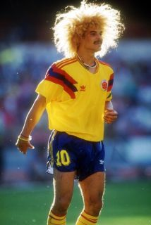 Carlos Valderrama of Colombia during the Round of 16 match against the Cameroon at the 1990 FIFA World Cup on 23 June 1990 at the San Paolo Stadium. Football Drills, Football Icon, Retro Football, Football Photos, Adidas Football, World Football, Football Kits, Vintage Football, Sport Football
