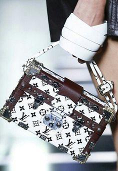 Louis Vuitton Women's Handbags & Wallets - amzn.to/2iZOQZT Women's Handbags & Wallets - http://amzn.to/2iT2lOF