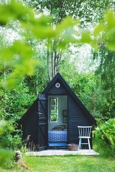Little Backyard Hideaway - couldn't have things like this because I'd end up just living in them