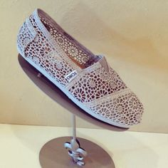 love the lace ones!TOMS!
