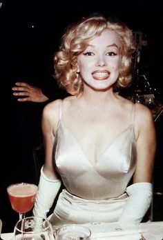 Marilyn Monroe - I love this picture! How cute is she?