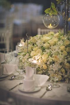 White and pastel roses adorn wedding tables // Wuttillert and Nattha's Luxurious Flora-Filled Bangkok Wedding