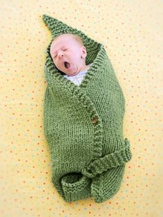 Would much rather knit this leaf blanket than a regular square baby blanket. What an excellent gift for babies that are knit-worthy!