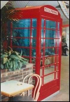 Création d'aquarium sur mesure , Cabine téléphonique anglaise en aquarium marin avec son téléphone , capacité de 1000 litres