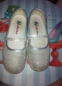Kaufe meinen Artikel bei #Mamikreisel http://www.mamikreisel.de/kleidung-fur-madchen/ballerinas/29476519-naturino-gr-32-silber-leder-glitzer-ballerina-halbschuhe